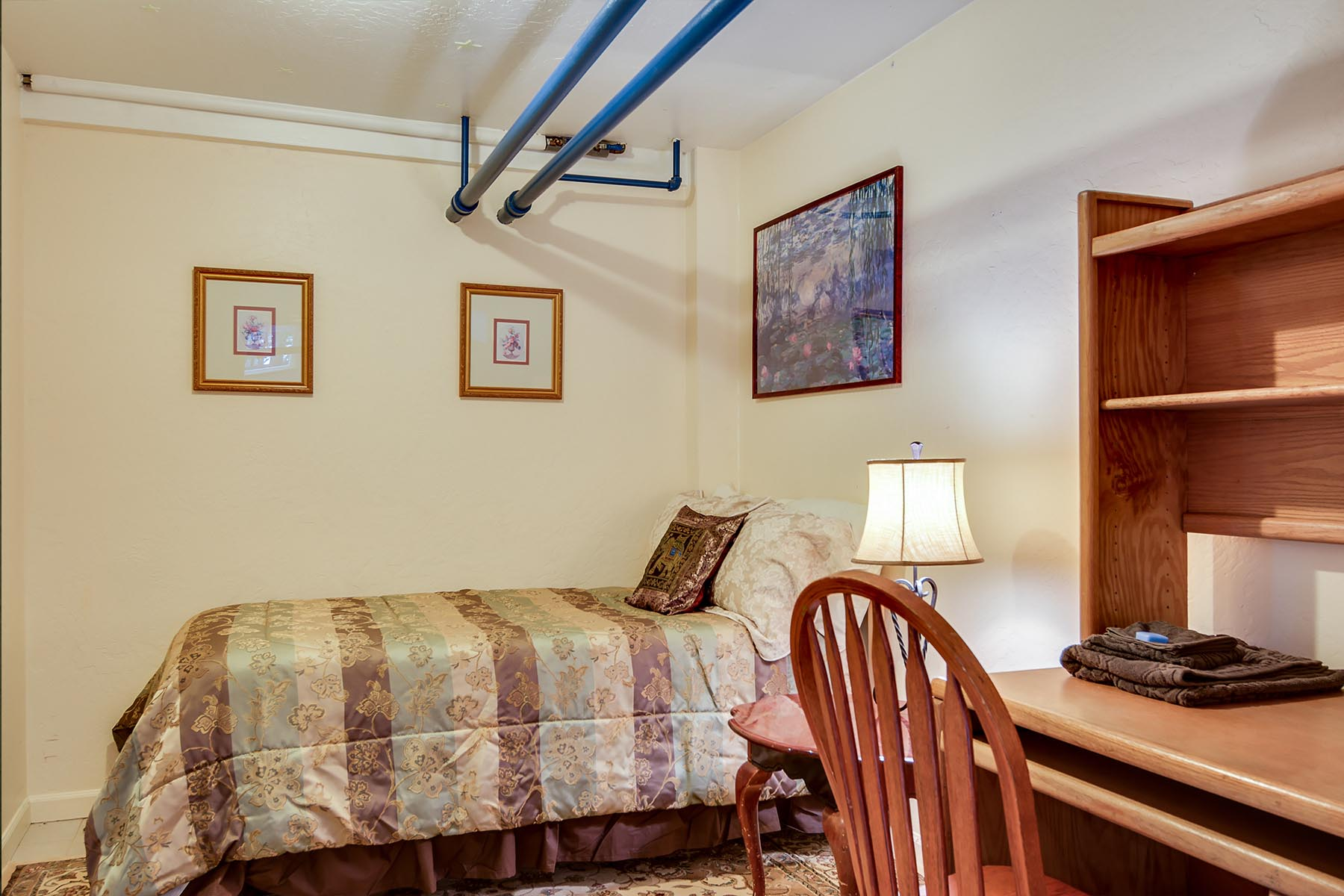 1955 University Street House | Bed & Breakfast - Bedroom