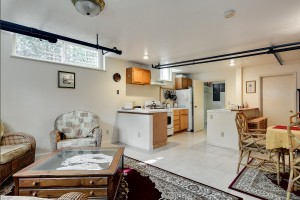 1955 University Street House | Bed & Breakfast - Basement